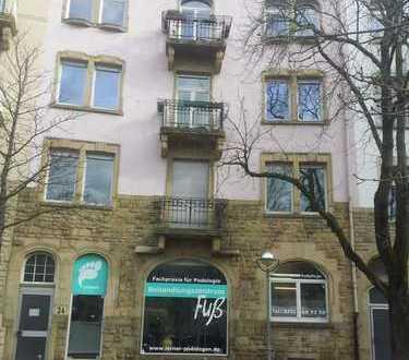 Stilvolle 4-Zimmer-Altbau-Wohnung mit Balkon in Karlsruhe Ost nähe KIT.