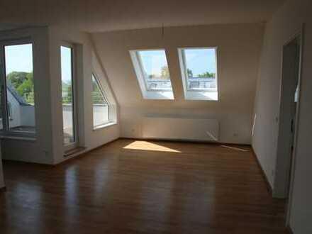 Bergblick u. zentral - hochwertige 3-Zi DG Wohnung, große Loggia