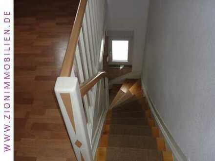 Wohnen Sie in der 1. Etage in einem 2-Familienhaus mit Terrasse...
