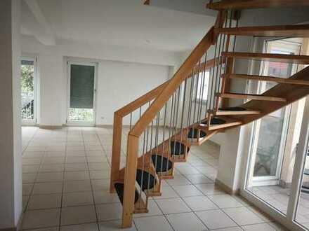 Vollständig renovierte 4-Zimmer-Wohnung mit Balkon in Bischofsheim