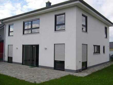 Grünstadt - Neubau einer attraktiven Stadtvilla als DHH, 125 m² Wfl. inkl. 354 m² Areal