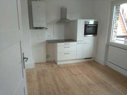 Komplett sanierte 4-5 ZKB mit original Dielenböden und Wohnküche in stilvollem Altbau!