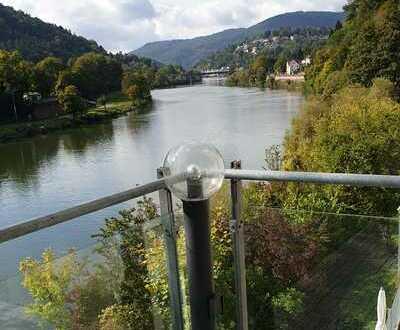 Sehr helle Vierzimmer-Wohnung mit einmalig schönem Blick auf den Neckar