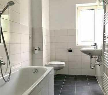 Gepflegte 3-Zimmer-Hochparterre-Wohnung mit Balkon und Einbauküche in Traunstein