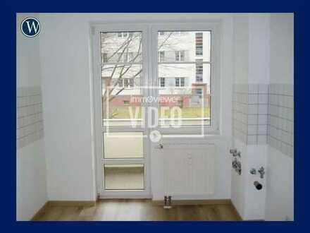 RENOVIERTE 2 Zimmer mit Balkonblick ins Grüne, guter Schnitt, Hochparterre + Tageslichtbad