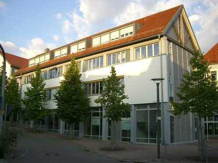TOP LAGE - schicke Eizelhandel- Büro- Praxisfläche mit breiter Fensterfront im Zentrum von Grunbach