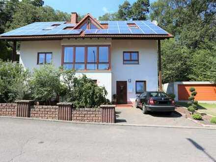 Ruhig gelegenes Wohnhaus in modernem Stil mit Garten und ELW