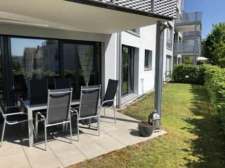 Exklusive, geräumige und neuwertige 2,5-Zimmer-Wohnung mit Terasse, Garten, Küche und TG Stellplatz.