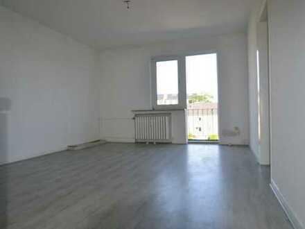 Helle 2-Zimmer Wohnung mit großer Wohnküche und Balkon