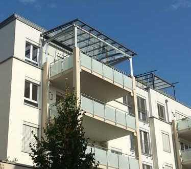3,5-Zimmer-Wohnung mit einem Glasdach überdachten Balkon in Günzburg mit herrlichem Ausblick.