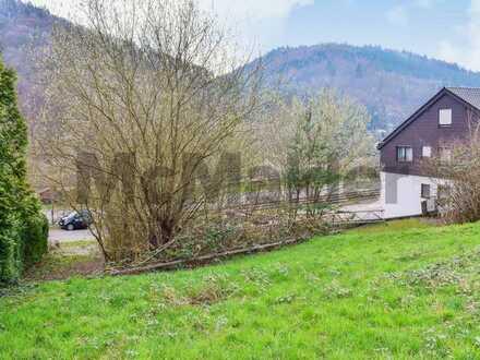 Wohntraum in Hanglage gestalten: Voll erschlossenes Baugrundstück im Odenwald am Neckar