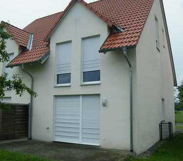 Doppelhaushälfte mit Garage und EBK