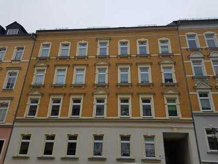 Helle geräumige 3 Zimmerwohnung mit Balkon und Wanne und Stellplatz