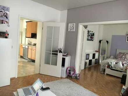 Schöne helle Wohnung mit Südbalkon