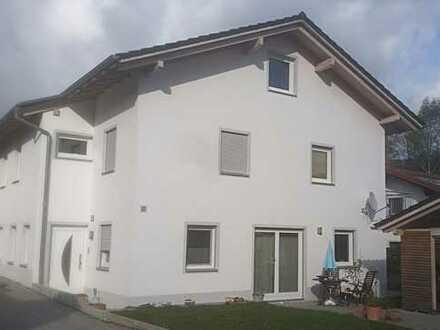 Großzügige gehobene Doppelhaushälfte Nahe Deggendorf