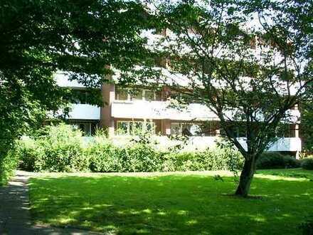 Ruhige 1 1/2-Zimmer Wohnung mit Balkon und Aufzug im Grünen