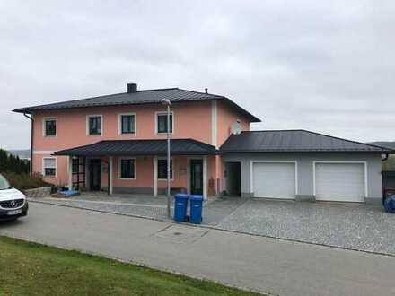 Wunderschöne-EG-Wohnung 110m2 mit Balkon in Passau und 100 m2 Kellerabteil