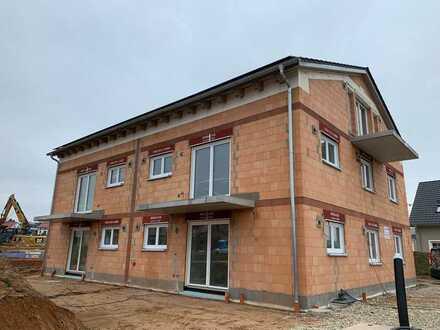 Erstbezug mit Balkon: freundliche 3,5-Zimmer-Wohnung in Hahnbach