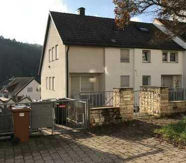 Schönes Reiheneckhaus mit Einliegerwohnung in Stuttgart-Rohracker