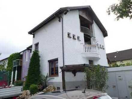 Sehr ruhig und doch zentral - Sanierte 2 ZKB-Wohnung im DG in Stutensee-Büchig mit Balkon!