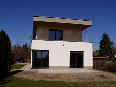 sonniges, modernes Einfamilienhaus