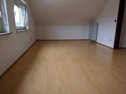 Attraktive 2-Zimmer-DG-Wohnung mit Einbauküche in Weilerbach