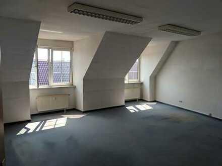 2-Zimmer Büro / Praxis im Dachgeschoss zentral Gewerbehaus