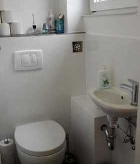 1 Zimmer in Mädels-WG in kleiner ruhiger Einheit (3 Familienhaus)