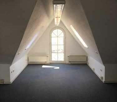 Vollständig renovierte 2-Zimmer-DG-Wohnung mit EBK in Kempten