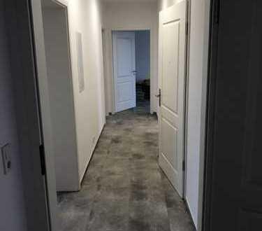 Erstbezug nach Sanierung: schöne 4-Zimmer-Wohnung mit Balkon in Halle