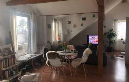 Geschmackvolle DG-Wohnung mit zwei Räumen und EBK in Langen