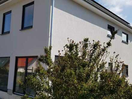 Erstbezug: modernes Stadthaus auf dem Lande in Dölzig
