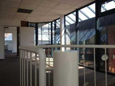 Büroräume mit großen Tageslichtflächen an der Hohe Str.