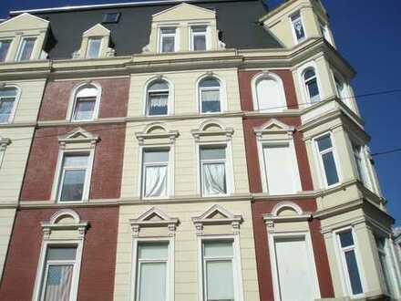 Frisch renovierte 3-Zimmer-Altbauwohnung!