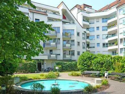 Lukas Carrée, Köln-Neuehrenfeld. Schicke 2-Raum-Wohnung mit Einbauküche u. Balkon in zentraler Lage.