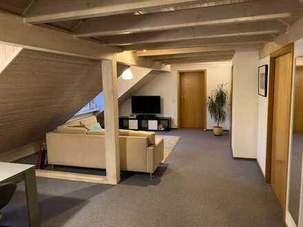 Gepflegte 2,5-Zimmer-Wohnung im Dachgeschoss