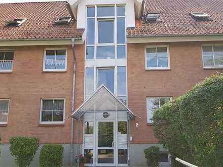Schicke, sonnige 4 Raum Wohnung im DG, mit Balkon im Grünen zu vermieten!