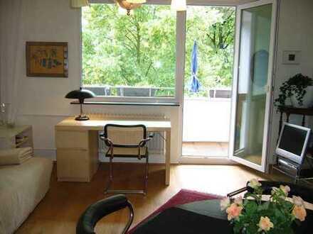 Schönes und helles Zimmer mit Balkon in Friedenau