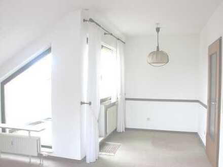 Brühl, gepflegte 2-Zimmer-Wohnung mit Loggia