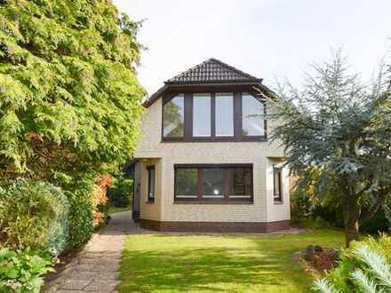 Großzügiges Ein-/ bis Zweifamilienhaus mit schönem Garten in idyllischer Lage!
