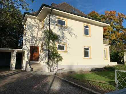 Luxuriöse, kernsanierte Altbauvilla mit Anbauwohnung auf Parkgrundstück in Planegg (Erstbezug)