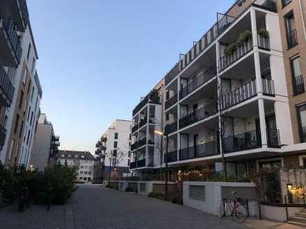 Exklusive 4-Zimmer-Wohnung mit großzügigen Balkonen und Luxus-EBK in Frankfurt am Main