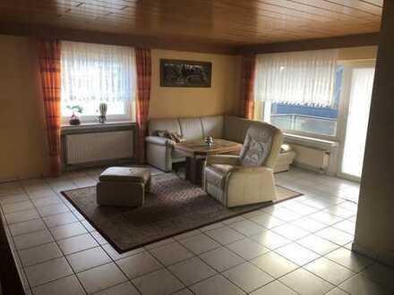 Gepflegte 3-Zimmer-Wohnung mit Balkon und Einbauküche in Niederkassel