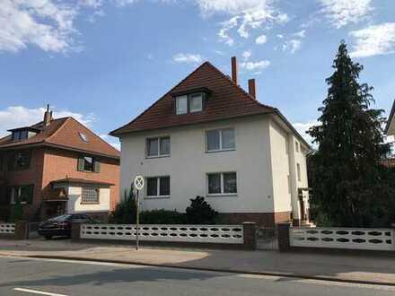 2 Zimmer/Küche/Bad, 67qm, renoviert, Mietwohnung v. Privat, zentr. Lage mit U Bahn Anschluss, 1.OG