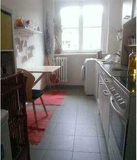 Ein Zimmer in meiner Wohnung für einen Monat. Dringend!