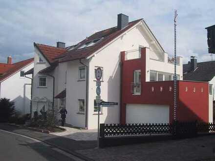 Schönes, geräumiges Haus mit fünf Zimmern in Goldbach, Aschaffenburg (Kreis)