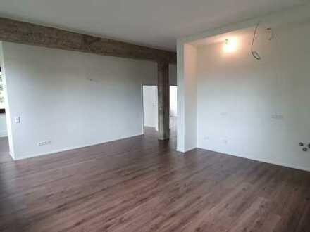 Individuelle 3-4 Zimmer Wohnung mit Loftcharakter in grüner Lage