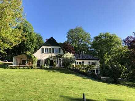 Schönes Forsthaus mit großer Gartenanlage