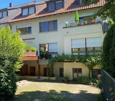 Sanierte 2,5 -Zimmer Wohnung mit Garage in Stuttgart- Uhlbach