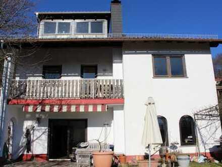 Einfamilienhaus mit Einliegerwohnung in sonniger Lage!